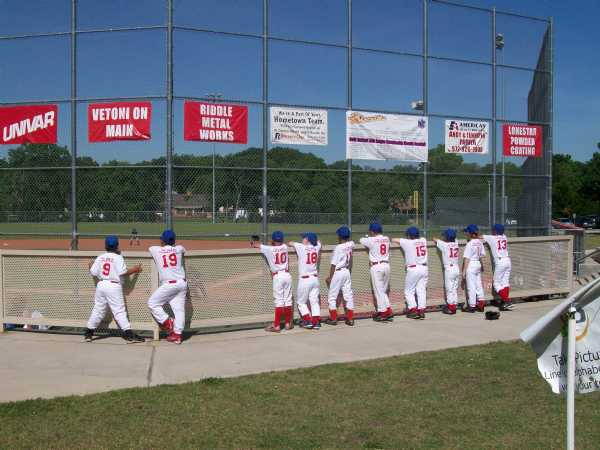 http://lakerayhubbardliving.com/wp-content/uploads/2010/04/Rangers-Baseball-Team-Pic.jpg